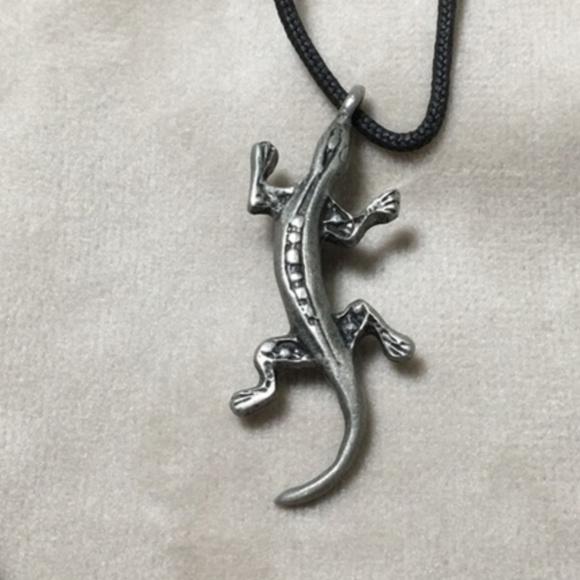 Vintage Jewelry - Vintage silver tone gecko or lizard necklace